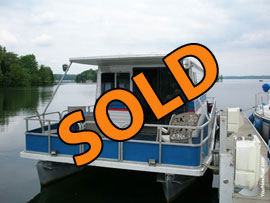 1984 Susquehanna Pontoon Houseboat For Sale on Percy Priest Lake near Nashville, TN